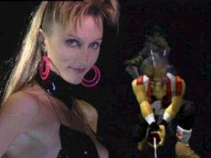 A cutscene de abertura mistura full motion video com actores reais e animações em CGI